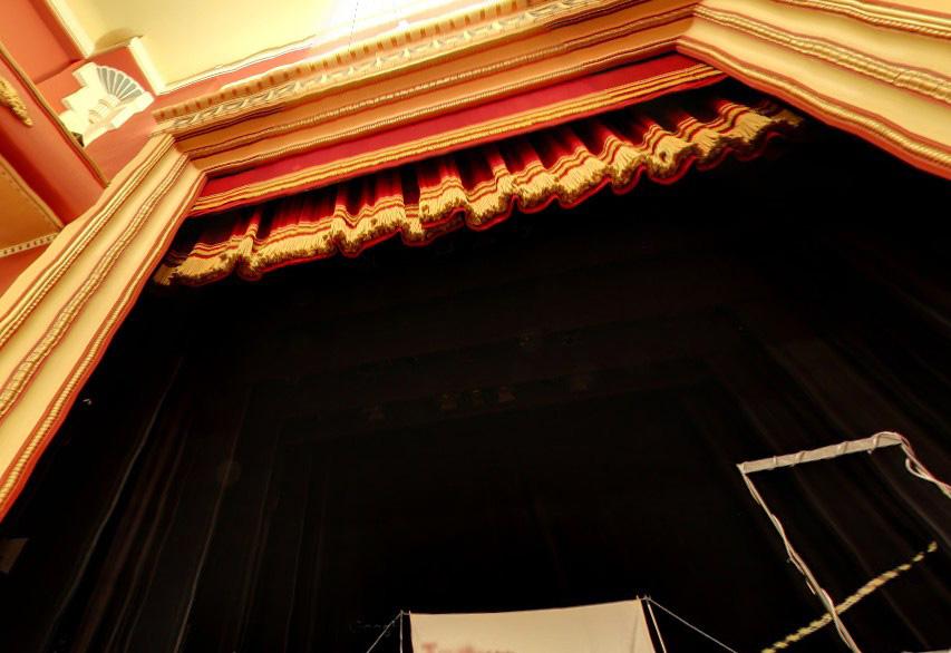 telón de teatro en guillotina